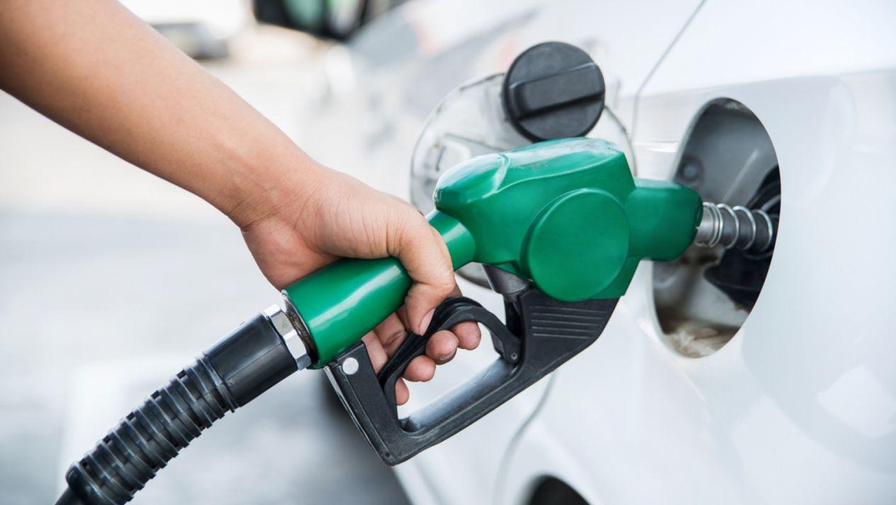 Gasolinas bajan RD$2.40 por galón