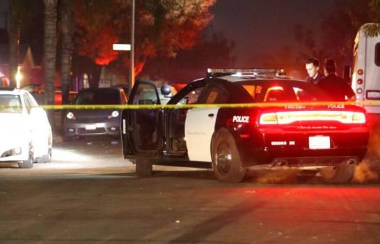 """Resultado de imagen para Diez personas fueron baleadas y cuatro de ellas murieron el domingo en una fiesta en Fresno, donde uno o varios sospechosos entraron en un jardín y dispararon a la multitud, según la policía."""""""