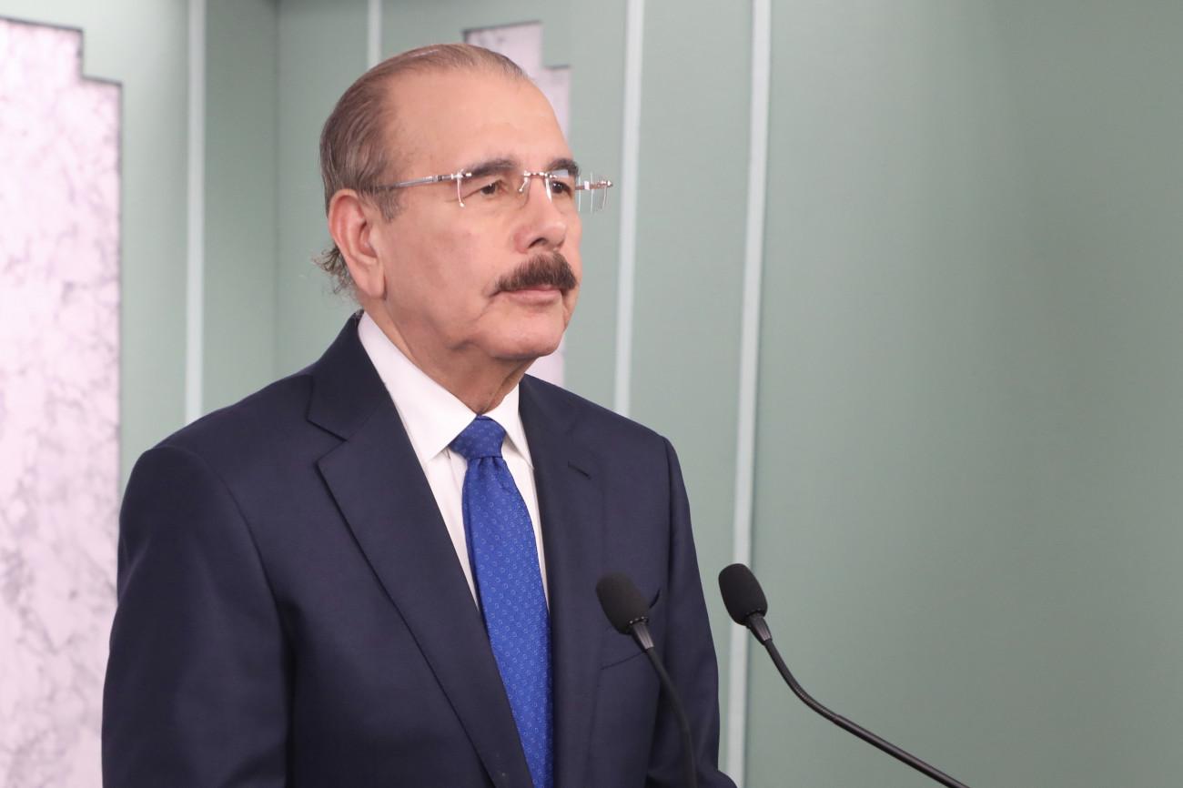Medina crea comisión de transición gubernamental